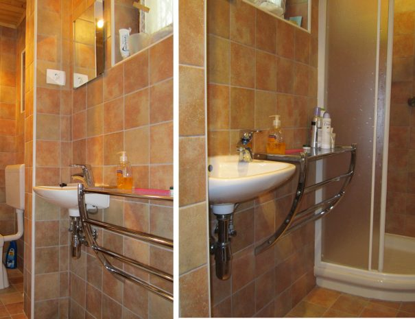 En-suite WC/shower serving the double bedroom.